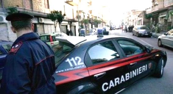 Casoria, l'ex fidanzato la sperona con l'auto: 19enne ferma i carabinieri in strada - ROMA on line