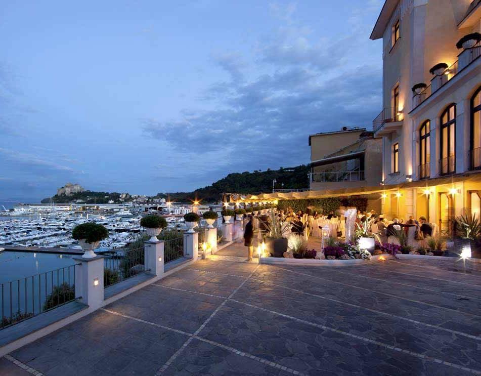 """A Villa Sabella """"Risate con gusto"""": cena in terrazza con Lino D ..."""