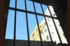Prof liceo Massimo sorvegliato in cella ogni 15 minuti