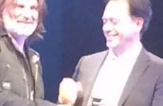 Paolo Giulierini consegna la medaglia di Ambasciatore nel mondo a Ray Williams