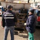 Blitz dei vigili alla Torretta, multati negozianti e ambulanti