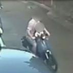 Scippa una turista in sella a uno scooter con il figlio di 4 anni