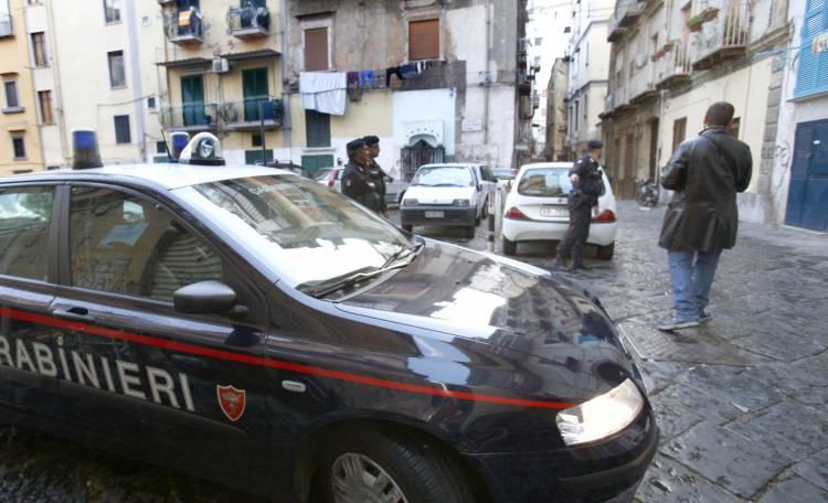 I carabinieri assediano Forcella