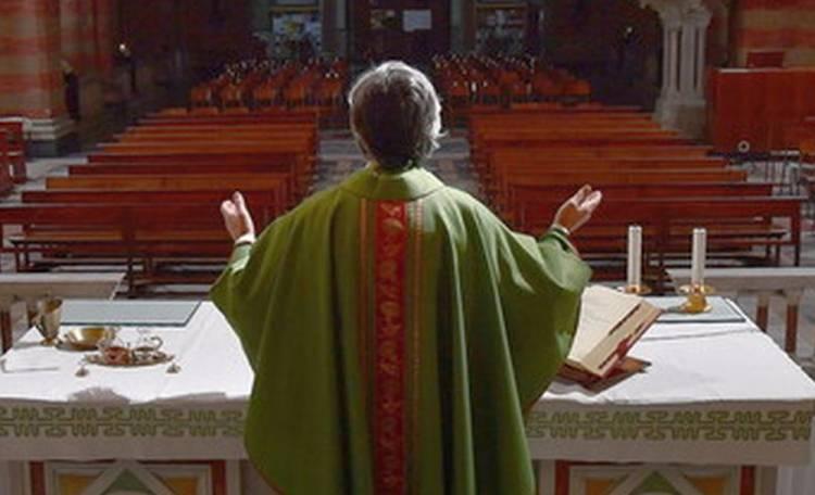 Prete contro la riapertura delle chiese: «Non venite a messa, siate  prudenti» | Roma