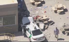 Boston, auto sulla folla: almeno nove feriti