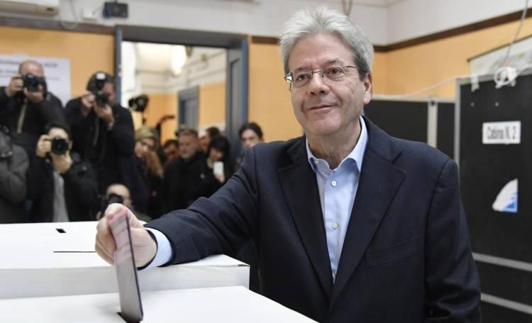 Politiche, il presidente Mattarella al voto a Palermo: le immagini dal seggio