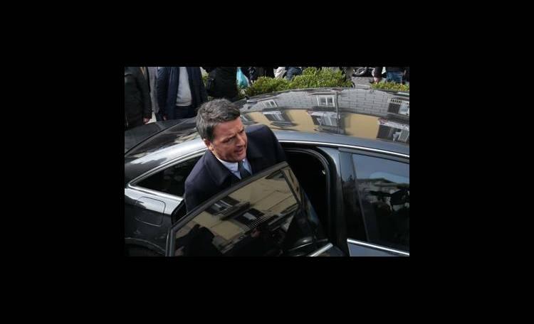Disastro Pd, le dimissioni di Matteo Renzi sono un giallo