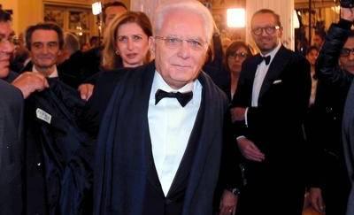Mattarella alla prima della Scala: lungo applauso per il presidente