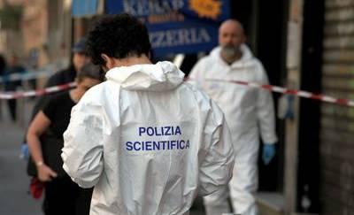 Con coltelli contro agenti che gli sparano, ferito a Milano