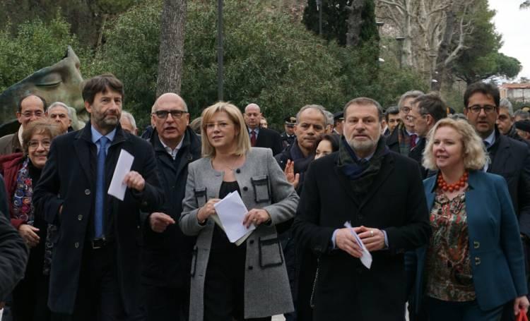 Il commissario Cretu con Franceschini e Osanna