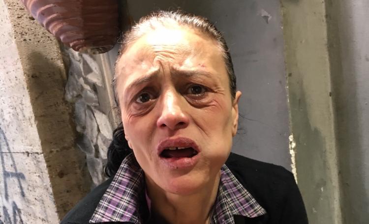 Baby gang aggredisce una donna senzatetto