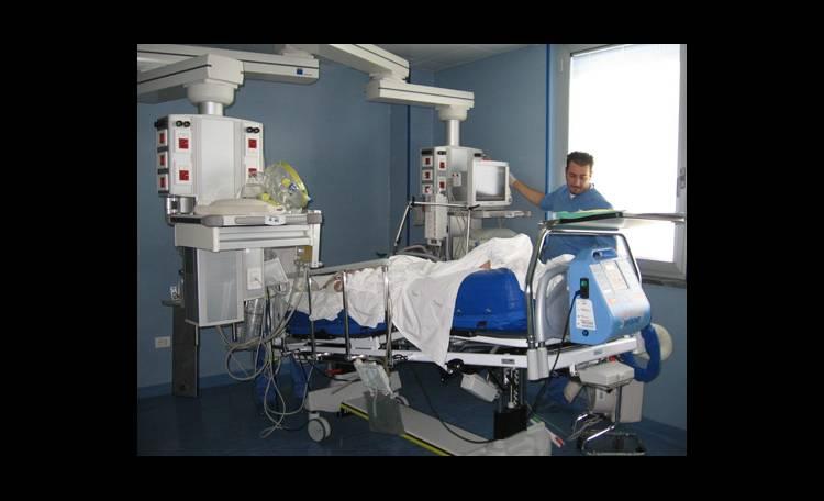 Castellammare, al San Leonardo intervento su paziente di 195 chili