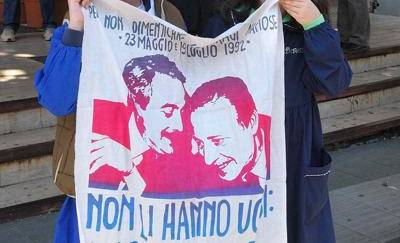 Vergogna a Palermo, staccata la testa dal busto di Falcone