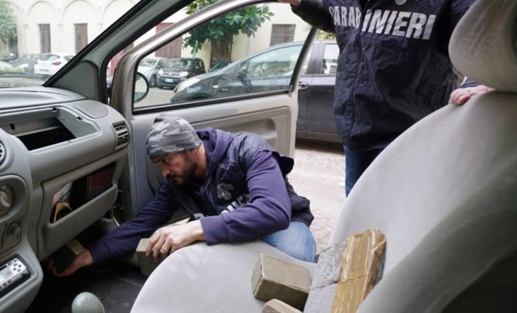 Camorra: traffico droga, 29 misure cautelari nel Napoletano