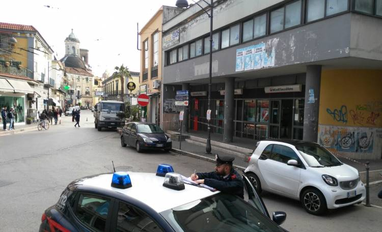 Tentano l'assalto al portavalori: sparatoria in pieno giorno a Melito