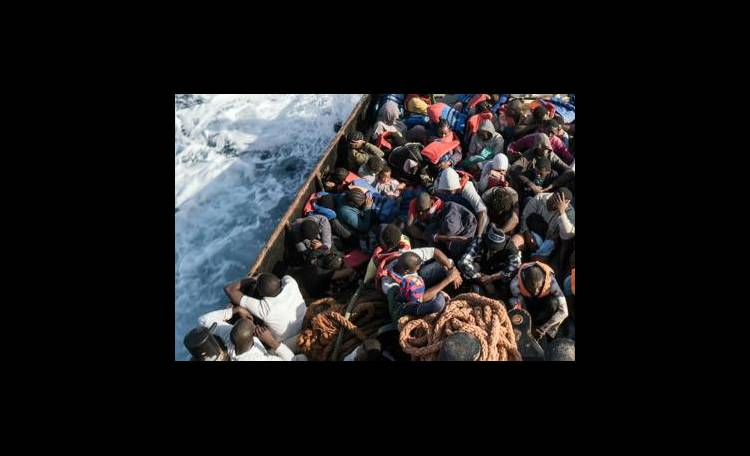 Medici Senza Frontiere sospende salvataggi di migranti in mare: Troppo pericoloso