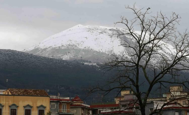 Vesuvio, tempesta di neve: bloccati 30 turisti a quota mille