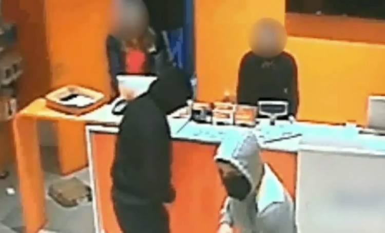 Casoria - Casavatore: Carabinieri bloccano 3 giovanissimi sullo scooter