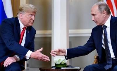 Donald Trump fa l'occhiolino a Putin, il russo replica aprendo le braccia