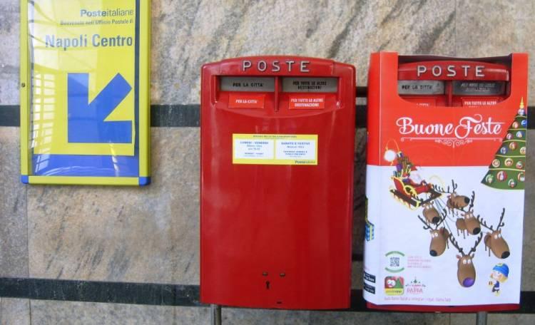 Cassetta postale in piazza matteotti per le letterine a for L ufficio postale di babbo natale
