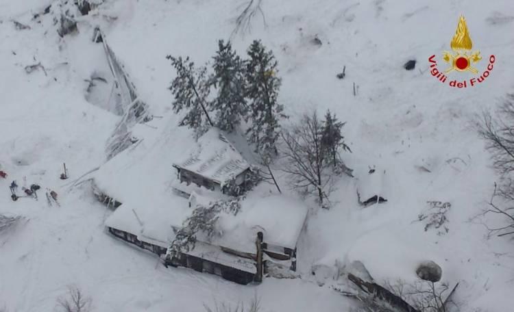 Slavina sull'Hotel Rigopiano: 4 le persone salvate