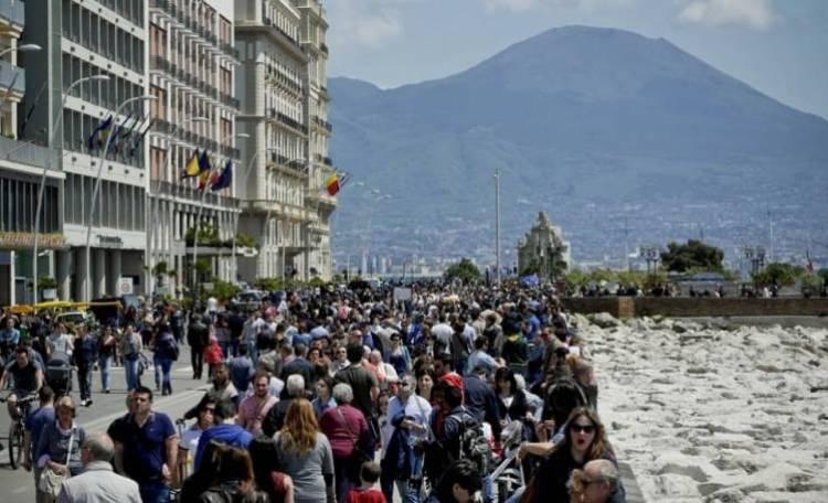 Napoli, aumenta l\'imposta di soggiorno: scoppia la protesta degli ...