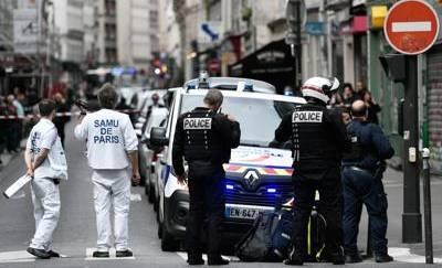 francia parigi attacco coltello