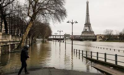 Parigi, la Senna fa paura