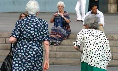 Vivremo meno, per la prima volta cala la vita media degli italiani