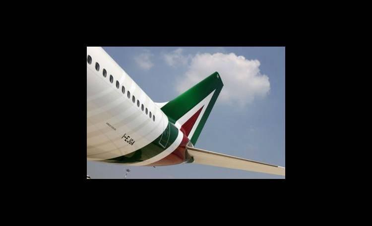 Alitalia, cancellati 200 voli Londra, aerei ancora a terra