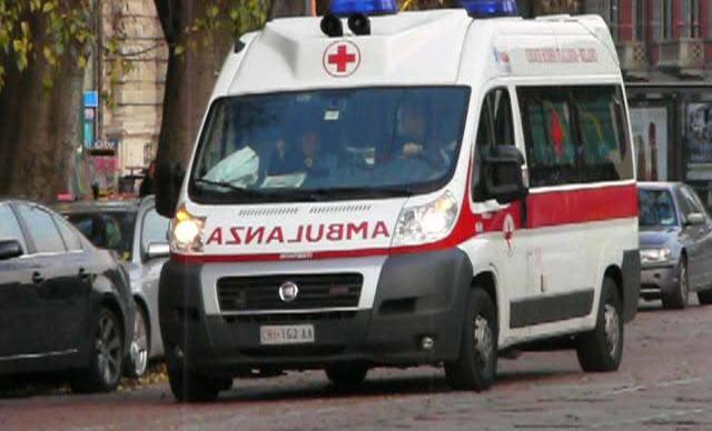Ischia, ambulanza bloccata da un paletto: muore una donna