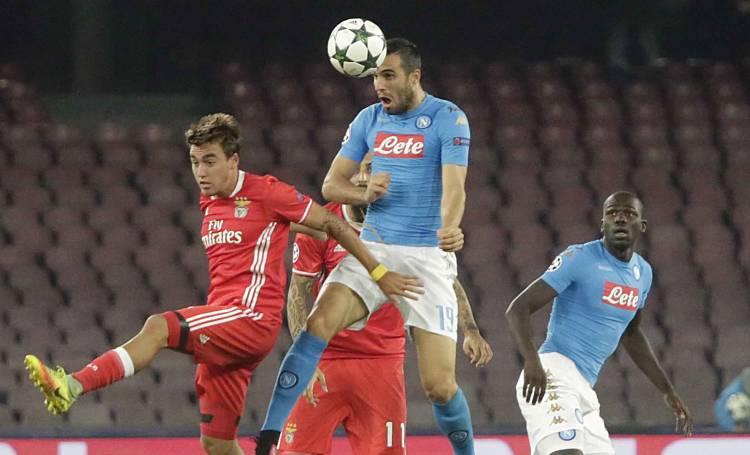Napoli, brutte notizie per Albiol: lo spagnolo out 2-3 settimane